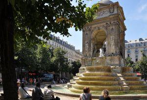 Fontaine_des_Innocents,_Paris_1st_001