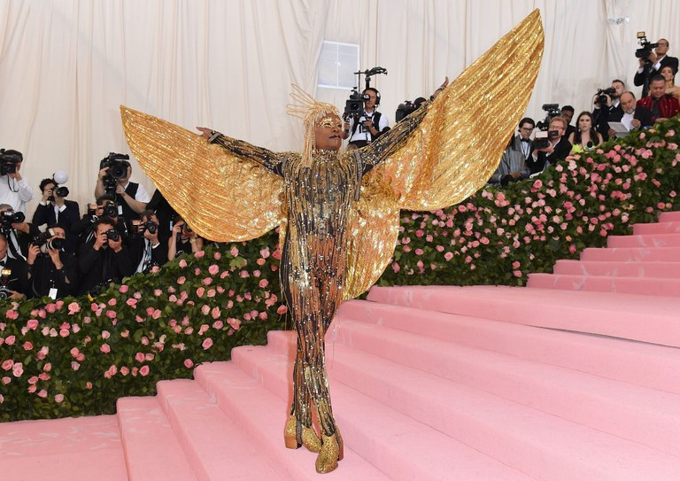 vanity fair met-gala-2019-breakout-billy-porter-holding